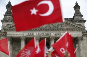 Demonstrators wave Turkish flags in front of the Reichstag, the seat of the lower house of parliament Bundestag in Berlin, Germany, June 1, 2016, as they protest against a disputed vote in Germany's parliament on Thursday, on a resolution that labels the killings of up to 1.5 million Armenians by Ottoman forces as genocide. REUTERS/Hannibal Hanschke