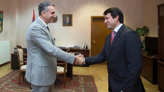 ministro-armenio-e-brasileiro