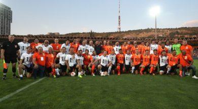 Lendas do Futebol na Armênia -: Photolure
