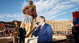 Estátua de Aram Manoukian é inaugurada na Praça da República de Yerevan